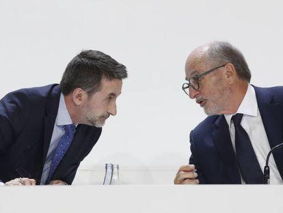 Josu Jon Imaz y Antonio Brufau, consejero delegado y presidente de Repsol, repesctivamente, en la junta de accionistas de la petrolera de 2019.