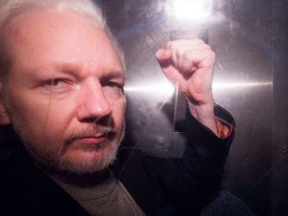 La justicia estadounidense presenta 17 nuevos cargos contra el fundador de Wikileaks por la gran filtración de 2010. Hasta ahora le perseguía por la conspiración en el pirateo de los ordenadores del Pentágono