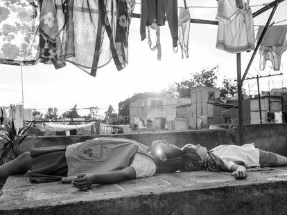 Fotograma de 'Roma', última película de Alfonso Cuarón. En vídeo, tráiler del film.