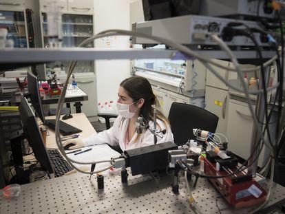 Laboratorio del Instituto Catalán de Nanociencia y Nanotecnología donde se están desarrollando los biosensores para detectar el coronavirus.