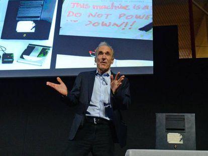 Tim Berners-Lee celebra los 30 años de la web en el Museo de Ciencias de Londres.