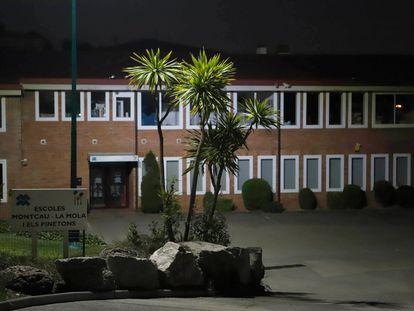 Fachada de la escuela Montcau La Mola, una de las que gestionaba el condenado.
