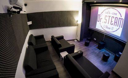 La sala de cine de Dr. Steam