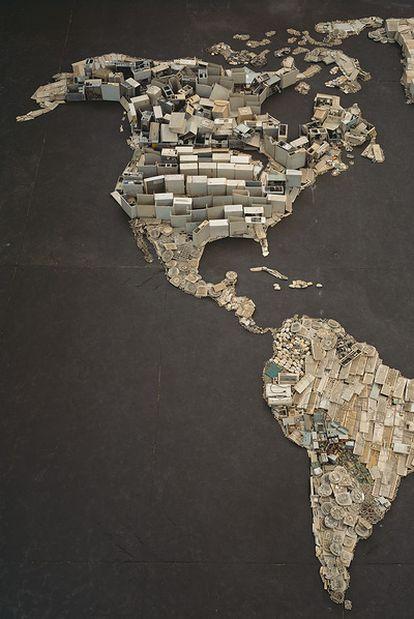 Fragmento del tríptico<i> WWW (World Map)</i> (2008), del artista brasileño Vik Muniz.