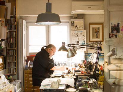 Carlos Giménez, en su casa en la calle de Atocha de Madrid