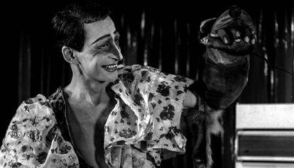 Copi representando a Loretta Strong, en el Salón Diana de Barcelona, en 1978.