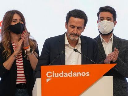 El candidato de Ciudadanos a la presidencia de la Comunidad de Madrid, Edmundo Bal, se dispone a ofrecer una rueda de prensa en la sede de su formación tras conocer los resultados de las elecciones celebradas el martes en Madrid.