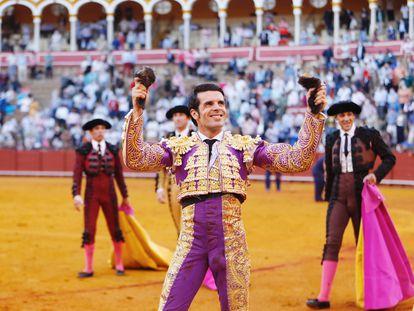 Emilio de Justo, con las dos orejas del cuarto toro de la tarde.