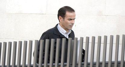 El exgerente de Emarsa, Esteban Cuesta, tras una comparecencia judicial.