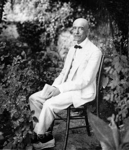 Manuel de Falla en su finca Granada, alrededor de 1928.