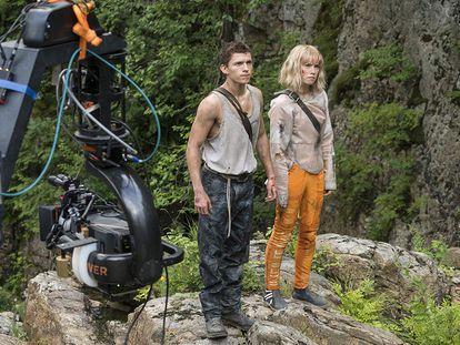 Tom Holland y Daisy Ridley, en el rodaje de 'Chaos Walking'. En el vídeo, el tráiler.