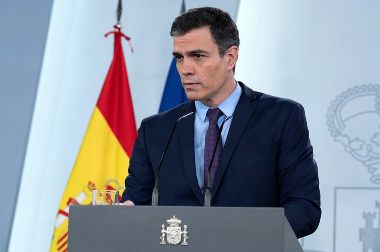 Madrid (Spain), 12/04/2020.- A handout photo made available by Moncloa shows Spanish Prime Minister Pedro Sanchez, speaking during a press conference at Moncloa Presidential Palace in Madrid, Spain, 12 April 2020. Sanchez has announced that the Government will provide the necessary security measures for workers that will return to work in the following days, including face masks. (España) EFE/EPA/MONCLOA PALACE / HANDOUT HANDOUT HANDOUT EDITORIAL USE ONLY/NO SALES