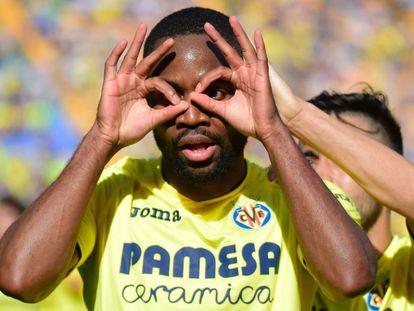 Bakambu celebra un gol.