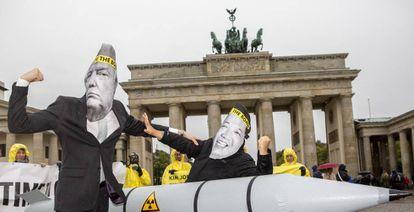 Activistas protestan en una campaña internacional para la abolición de las armas nucleares del 13 de septiembre de 2017 en Berlín.