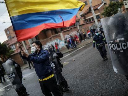 Protesta contra la brutalidad policial durante el paro nacional, el 1 de mayo.