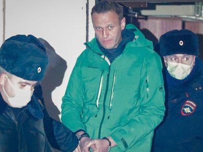 El opositor ruso Alexei Navalni ha sido detenido tras volver a su país. Navalni fue envenenado mientras viajaba en avión y posteriormente ingresado en un hospital alemán, donde permaneció en coma y fue tratado para rehabilitación.