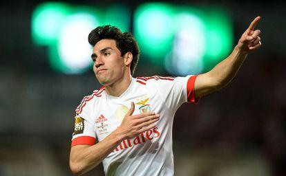 Gaitán celebra un gol con el Benfica.