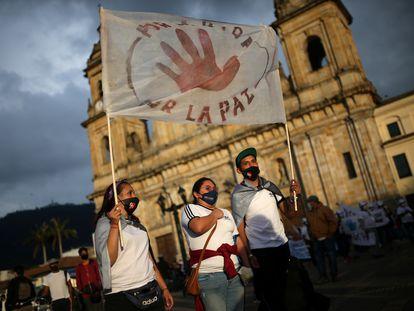 Exguerrilleros de las FARC participan en una marcha en Bogotá para exigir protección, el pasado 1 de noviembre.