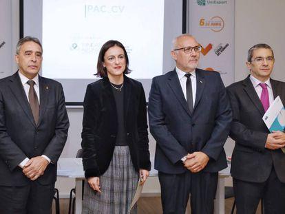 A la izquierda, Ricardo Leiva, del Comité Olímpico Español; Elena Tejedor, directora de la fundación; Luis Vañó, presidente de la federación de baile deportivo, y Joaquín Maudos, del IVIE.