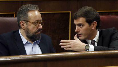 Juan Carlos Girauta y Albert Rivera, en el pleno del Congreso.