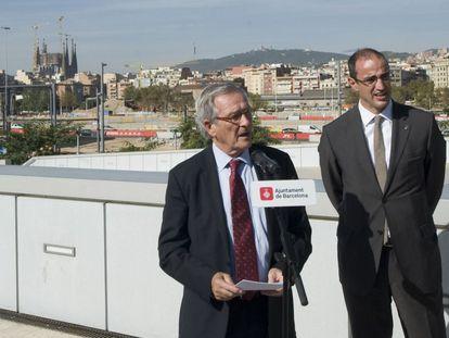 El ex alcalde Xavier Trias y el ex concejal Antoni Vives en la plaza de les Glòries el año pasado.