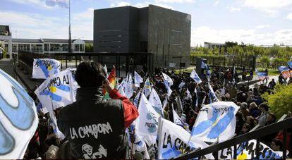 Seguidores de Néstor Kirchner lo homenajean en el segundo aniversario de su muerte, el 27 de octubre de 2012.