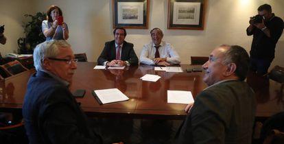 En primer término, los secretarios generales de CC OO, Ignacio Fernández Toxo, y de UGT, Pepe Álvarez. Sentandos detrás, los presidentes de Cepyme, Antonio Garamendi, y de CEOE, Juan Rosell