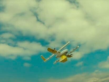 La bibliotecaria que usa drones para repartir libros durante el confinamiento