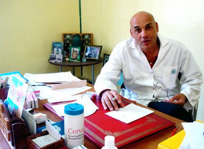 Chafik Chraibi, ginecólogo jefe de la maternidad de Rabat.