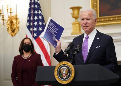 Joe Biden, presidente de EE UU, junto a Kamala Harris, vicepresidenta, en la Casa Blanca.