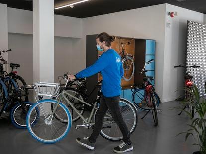 Local de la empresa de bicicletas de alquiler para uso personal Swapfiets en Barcelona.