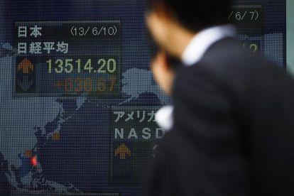Pantalla con los resultados de la Bolsa de Tokio