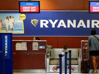 La aerolínea tiene que devolver el dinero que cobró a una clienta por llevar su maleta en cabina