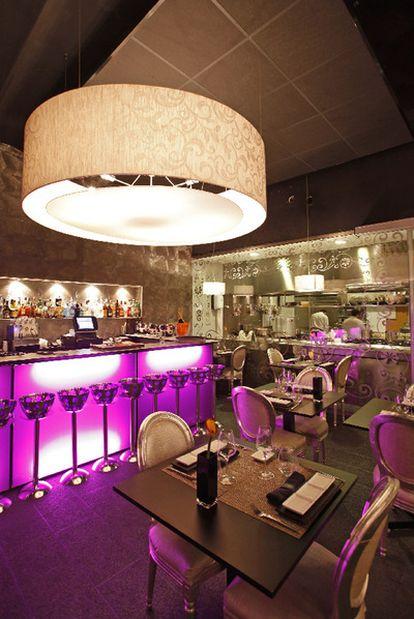 Interior del restaurante barcelonés Don't Tell, escondido en la tintorería Dontell