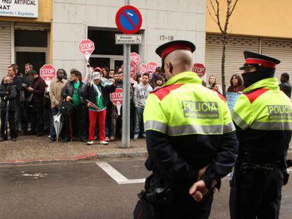Concentración de la PAH contra un desalojo en Girona.
