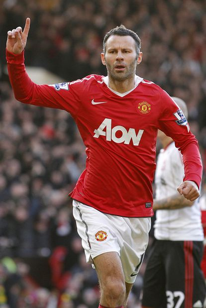 Ryan Giggs celebra un gol ante el Liverpool este año.
