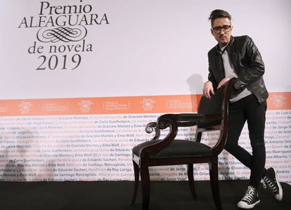 Patricio Pron, tras la entrega del Premio Alfaguara de Novela, en Madrid.
