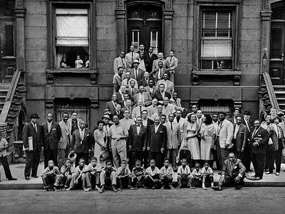 'A great day in Harlem', la fotografía en la que Art Kane retrató a más de 50 artistas de jazz.