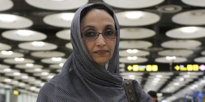 La activista saharaui Aminatu Haidar en el aeropuerto de Barajas en 2010.