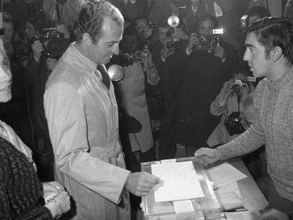 Los Reyes votan en el referéndum sobre la Constitución el 6 de diciembre de 1978.