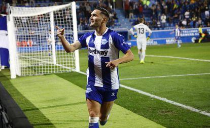 Lucas Pérez celebra un gol la pasada temporada.