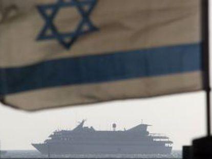 El Mavi Marmara cuando era conducido a la costa israelí en mayo de 2010.