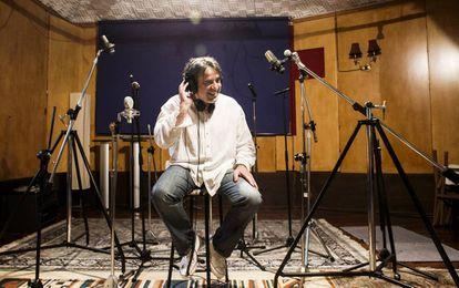 Segundo Grandío, retratado en su estudio de Galicia, donde produce discos y grabaciones de conciertos en directo que nutren su nueva plataforma.