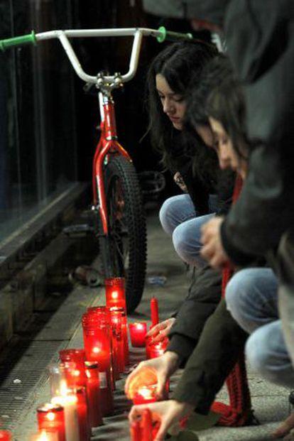 Concentración en Alameda Osuna por Rocío y Cristina.