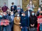 DVD1032 (17/12/2020) Diputados posan con çngel Hern‡ndez, centro, Txema y Daniel Lorente y Asun G—mez, familiares y activistas de la eutanasia despuŽs de la aprobaci—n de la eutanasia en el congreso de los diputados en Madrid.