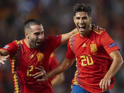 Carvajal y Asensio celebran uno de los goles a Croacia.