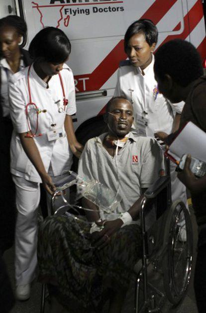 El conductor herido durante el secuestro llega al hospital de Nairobi.