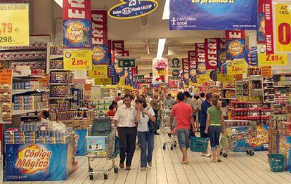 Un día de compras en un centro comercial de Madrid.