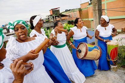 Cantadoras afro-colombianas en Tumaco, costa del Pacífico colombiano