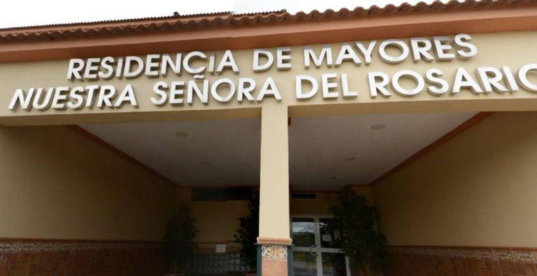 Acceso de la residencia Nuestra Señora del Rosario, en Los Barrios (Cádiz).